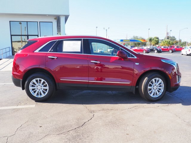 Pre-Owned 2017 Cadillac XT5 FWD