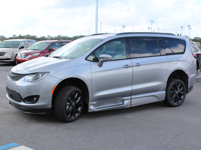 Pre-Owned 2019 Chrysler Pacifica Touring L BraunAbility XT