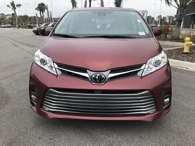Pre-Owned 2018 Toyota Sienna XLE 8 Passenger