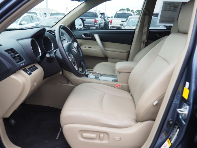 Pre-Owned 2011 Toyota Highlander Base